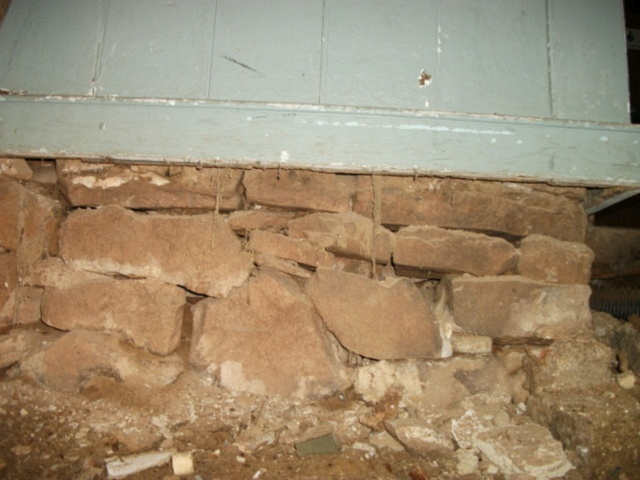 hall earthen floor 01